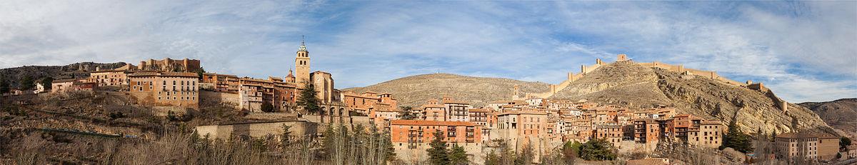 Foto de Diego Delso - Vista panorámica de Albarracín, pueblo medieval en la provincia de Teruel