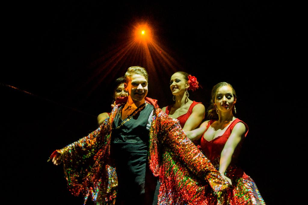 Fiestas del Pilar 2018 en el Recinto Ferial Valdespartera - Espectáculo Sueños de Il Circo Italiano, acróbatas, equilibristas, y muchos más artistas