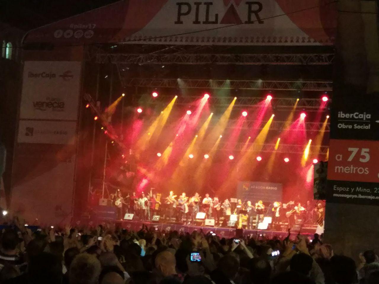 Pilares con buen ambiente - En la Plaza del Pilar de Zaragoza siempre se disfruta de unos pilares con buen ambiente sea el concierto que sea