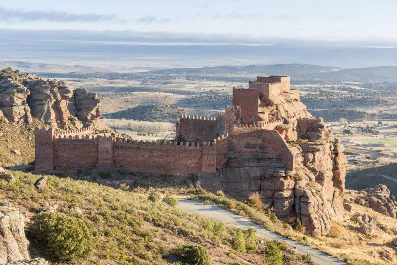 La ruta de los Montes Universales de Slow Driving te descubrirá la comarca de la Sierra de Albarracín. Esta sierra alberga parajes preciosos, con una orografía típica de la provincia de Teruel: barrancos, cañones, peñas y valles.