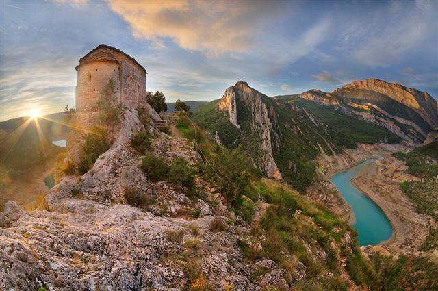 El Montsec es una de las experiencias que no te puedes perder en Aragón