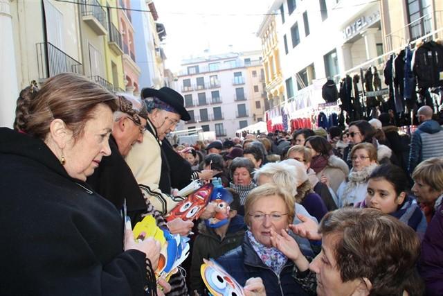 En 2018 se repartieron más de 7000 caretas en la Feria de la Candelera de Barbastro - europapress