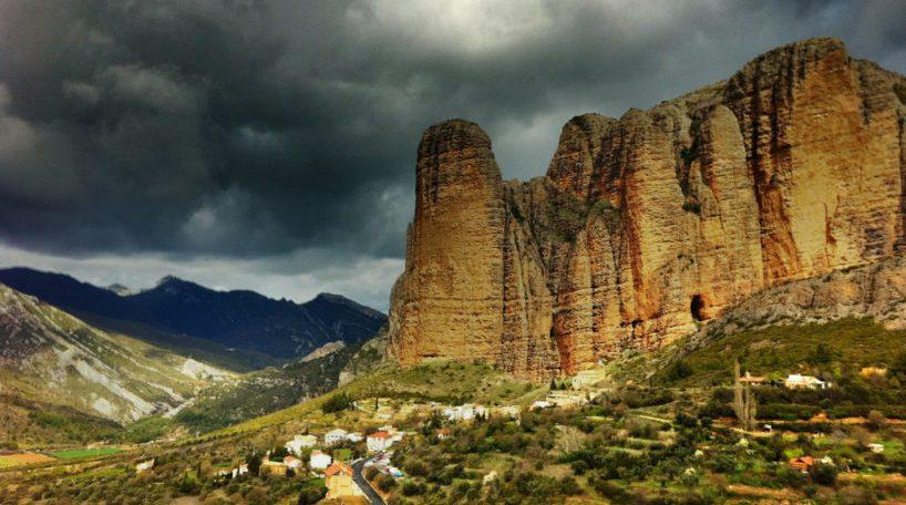 Experiencias en Aragón pernoctar en los Mallos de Riglos es una experiencia inolvidable