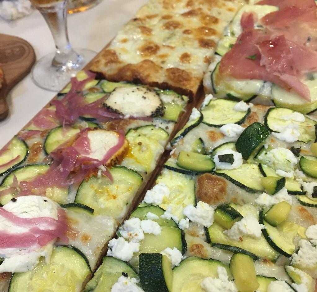pizzerias de Zaragoza - 22 Gradi Pizza al Taglio si quieres probar un montón de pizzas diferentes este es tu sitio