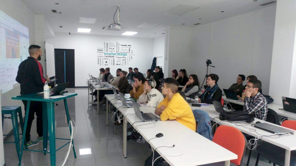 Cómo formarte digitalmente en Aragón - Clase del Curso de WordPress en Aula CM Zaragoza en las instalaciones de Pablo Ruíz Picasso 10