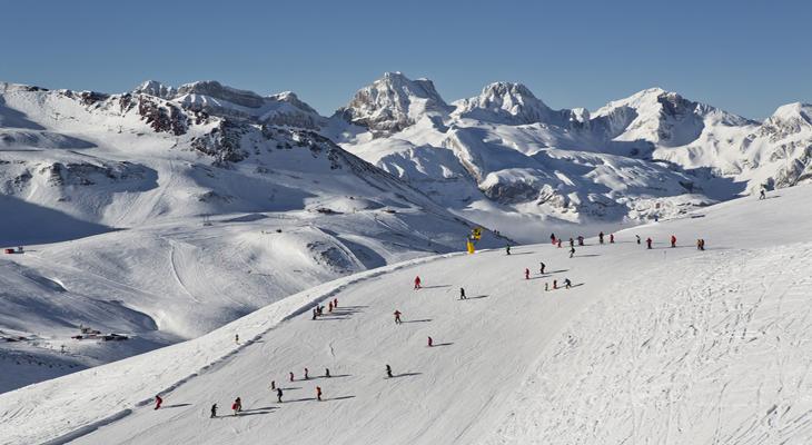Esquiar en Astún es una de las actividades más divertidas para hacer en invierno en Aragón - astun.jpg