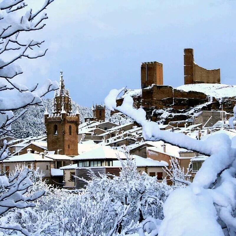 Las mejores fotos invernales de Aragón - Foto de Uncastillo nevado en la provincia de Zaragoza que no te puedes perder