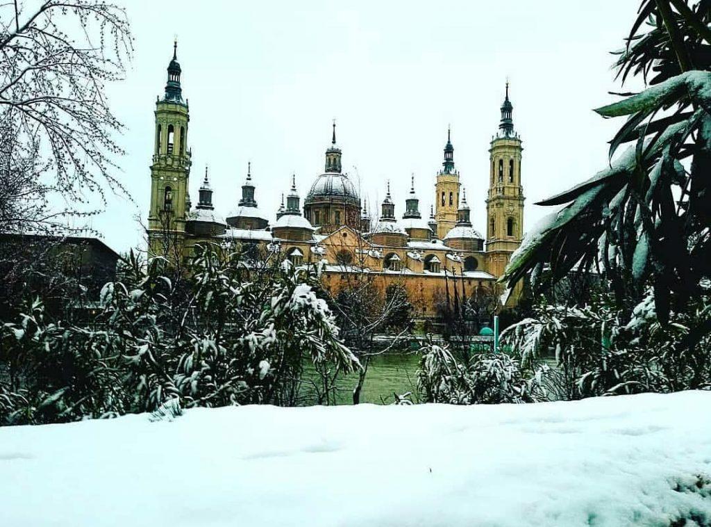 Genial foto del Pilar nevado la nieve en Zaragoza cuando llega deja estas escenas - blanquibiry