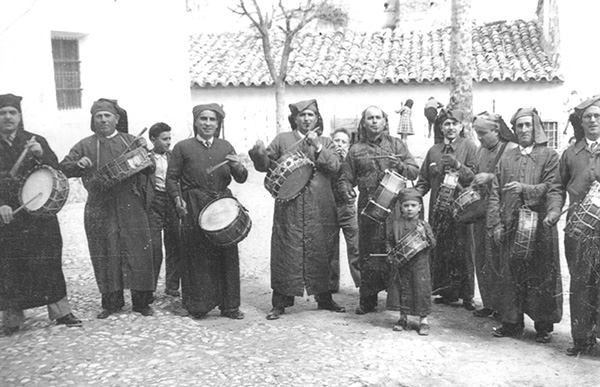 cuadrilla-de-tamborileros-en-semana-santa-de-calanda-en-1947