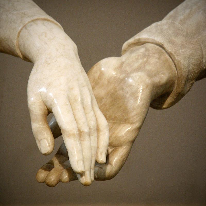 Foto de Wikipedia - Monumento a los amantes de Teruel en el mausoleo