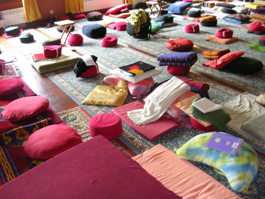 Fuente Wikimedia. Lugar para la oración en el monasterio budista de Panillo