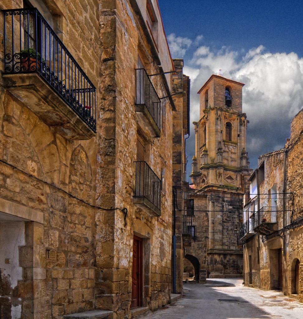Fuente Wikimedia Commons. Detalle de las calles de Calaceite.