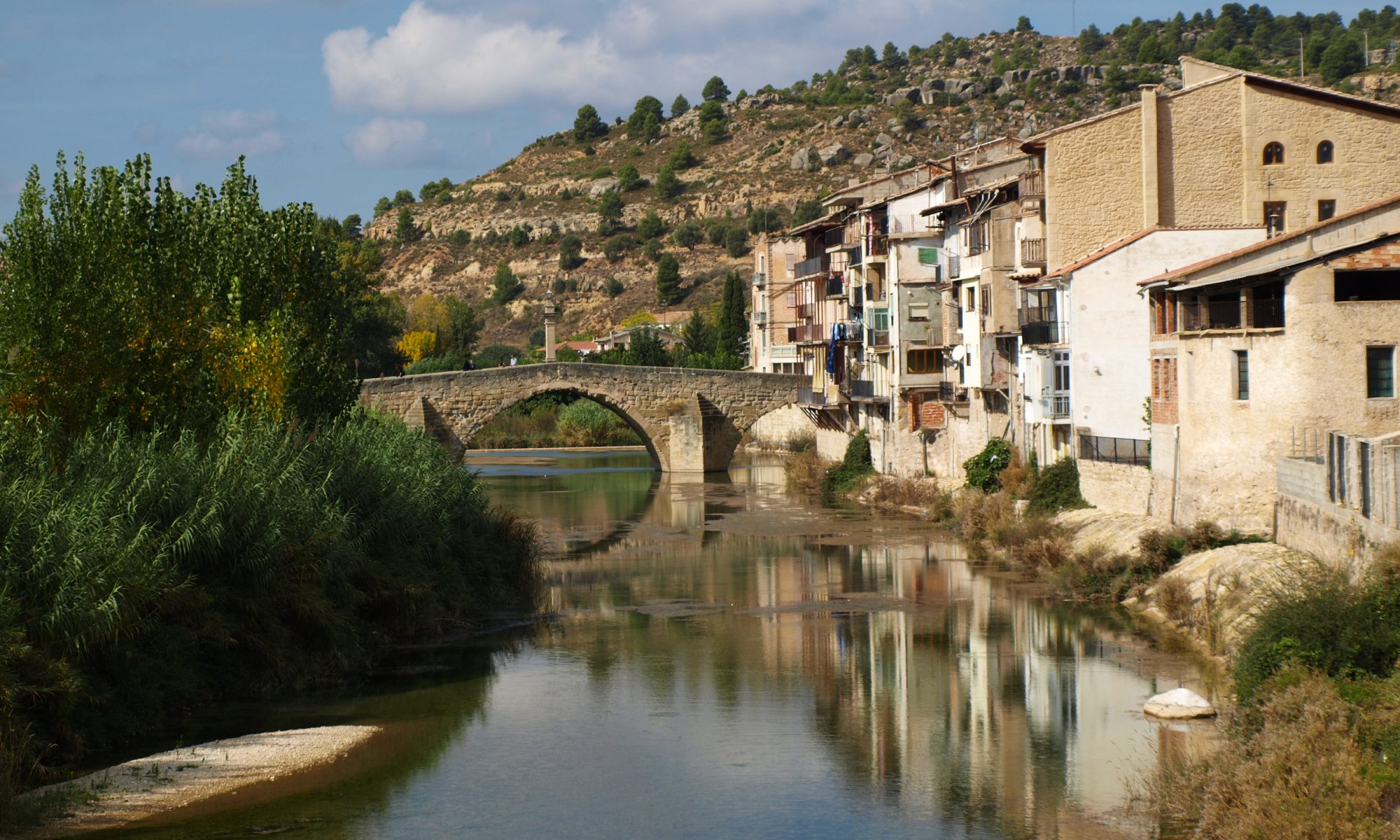 Fuente Wikimedia Commons. El río Matarraña a su paso por Valderrobres.