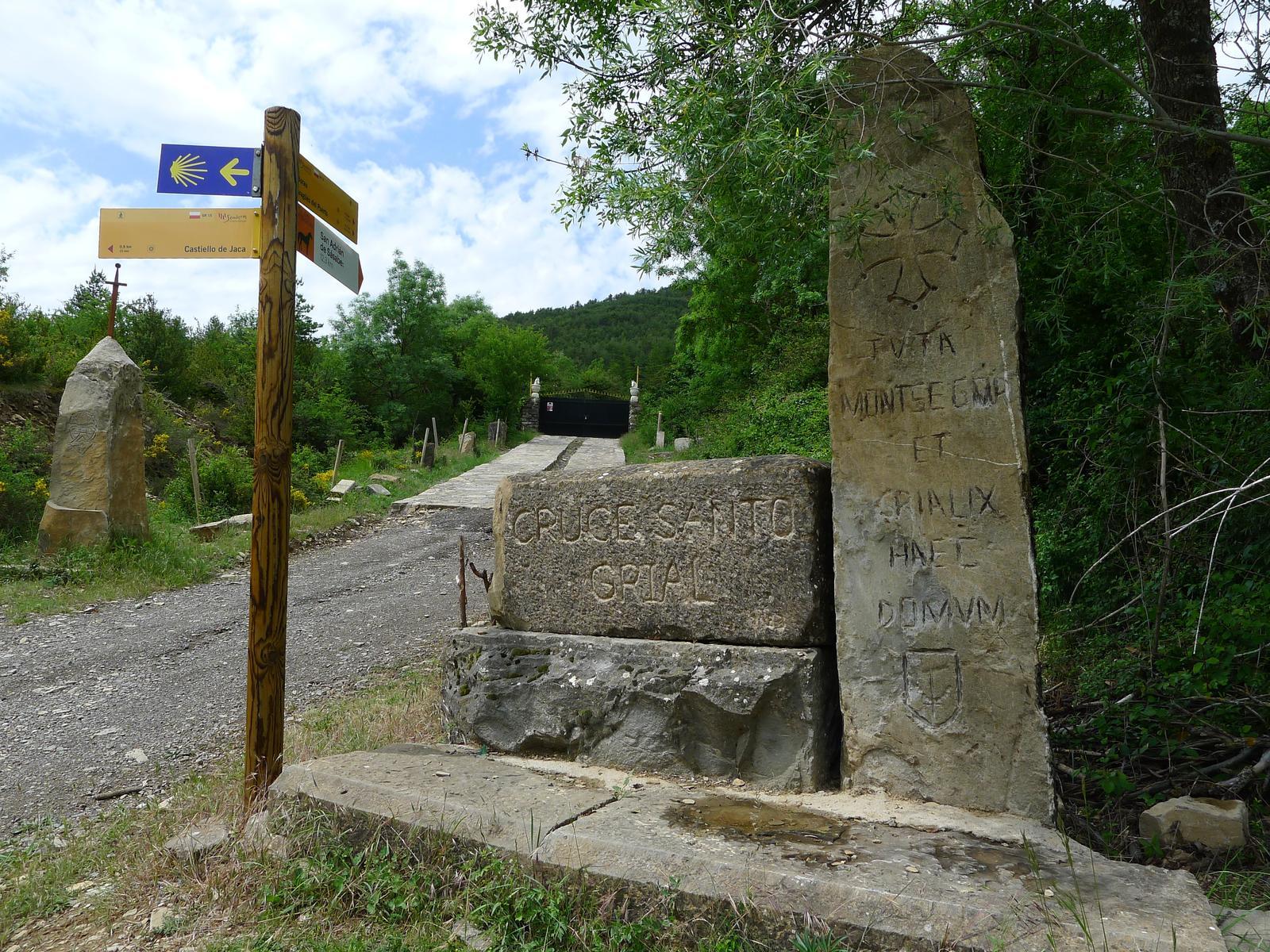 Cruce Santo Grial - Camino de Santiago por Aragón - Dirección Jaca